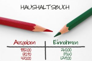 Haushaltsbuch mit Einnahmen und Ausgaben