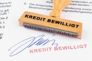 Stempel mit Aufschrift Kredit bewilligt
